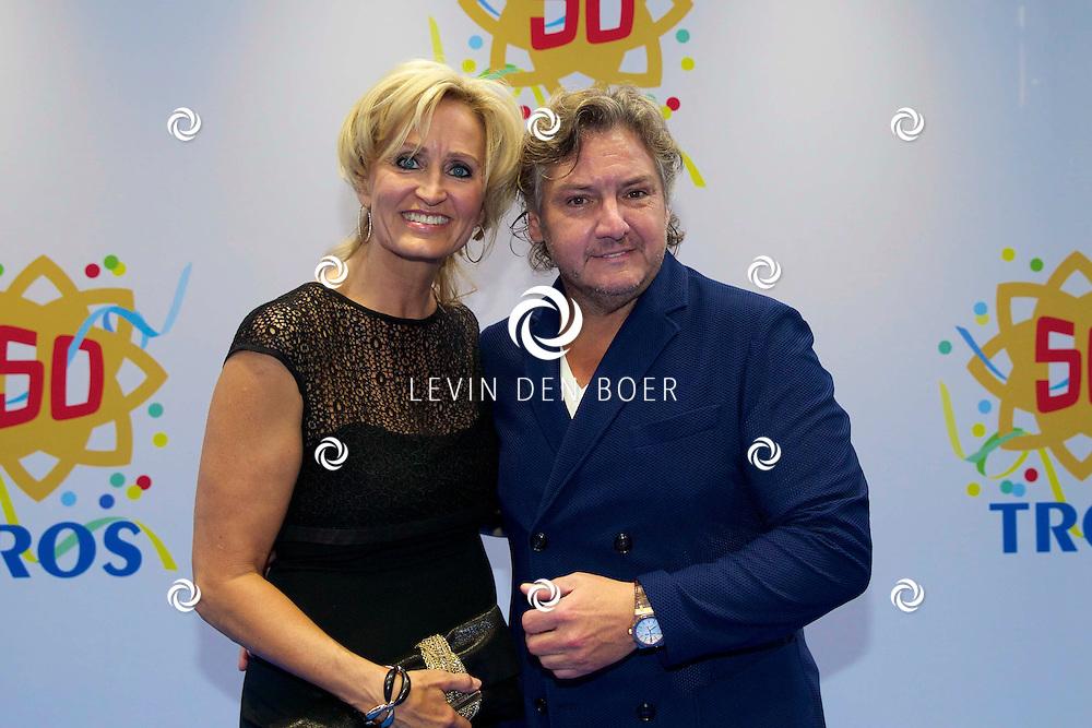 AMSTERDAM - 50 Jaar Tros is gevierd in theater Carré met heel veel bekende Nederlanders uit de Tros wereld. Met hier op de foto  René Froger met zijn vrouw Natasja. FOTO LEVIN DEN BOER - PERSFOTO.NU