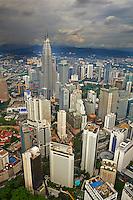 Malaisie, Etat de Selangor, Kuala Lumpur, KLCC (Kuala Lumpur City Center), les tours Petronas et le centre ville // Malaysia, Selangor state, Kuala Lumpur, KLCC (Kuala Lumpur City Center), Petronas towers, cityscape