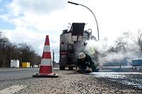 05 MAR 2010, BERLIN/GERMANY:<br /> Bauarbeiter waehrend der Reperatur von Strassenschaeden auf der Altonaer Strasse, im Hintergrund die Siegessaeule<br /> IMAGE: 20100305-01-027<br /> KEYWORDS: Strassenschäden, Straßenschäden, Frostschäden, Frostschäden, Bauarbeiten, Loch, Loecher, Löcher, Schlagloch, Schlagloecher, Schlaglöcher, Fahrbahn, Straße, Tiefbau<br /> NO MODELLRELEASE
