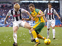 Photo: Leigh Quinnell.<br /> West Bromwich Albion v Norwich City. Coca Cola Championship. 11/11/2006. Norwichs' Darren Huckerby battles with West Broms Paul McShane.