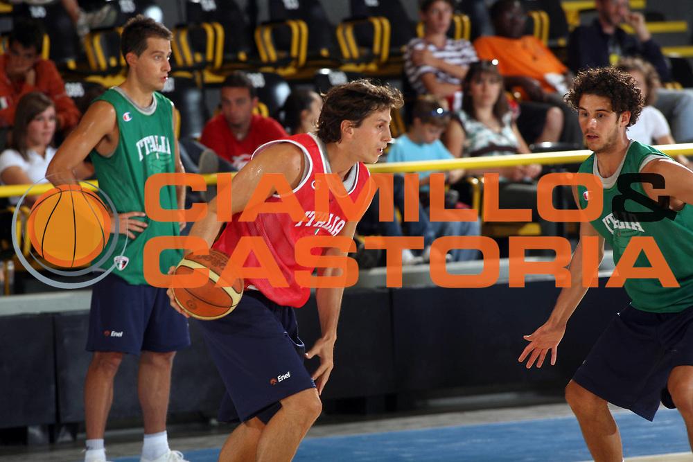 DESCRIZIONE : Bormio Ritiro Nazionale Italiana Maschile Preparazione Eurobasket 2007 Allenamento <br /> GIOCATORE : Marco Mordente <br /> SQUADRA : Nazionale Italia Uomini <br /> EVENTO : Bormio Ritiro Nazionale Italiana Uomini Preparazione Eurobasket 2007 <br /> GARA : <br /> DATA : 23/07/2007 <br /> CATEGORIA : Allenamento <br /> SPORT : Pallacanestro <br /> AUTORE : Agenzia Ciamillo-Castoria/G.Landonio <br /> Galleria : Fip Nazionali 2007 <br /> Fotonotizia : Bormio Ritiro Nazionale Italiana Maschile Preparazione Eurobasket 2007 Allenamento <br /> Predefinita :