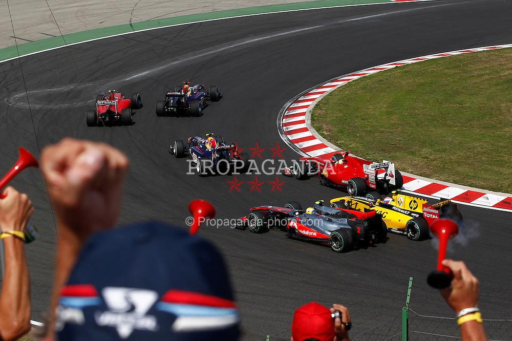 Motorsports / Formula 1: World Championship 2010, GP of Hungary, start, mass, Masse, Menge,