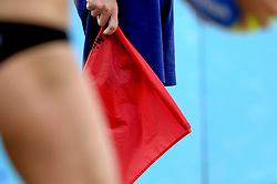 25-08-2006: VOLLEYBAL: NESTEA EUROPEAN CHAMPIONSHIP BEACHVOLLEYBALL: SCHEVENINGEN<br /> Lijnrechter vlag , beach item<br /> ©2006-WWW.FOTOHOOGENDOORN.NL