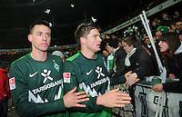 FUSSBALL   1. BUNDESLIGA   SAISON 2010/2010   24. Spieltag SV Werder Bremen - Bayer 04 Leverkusen             27.02.2011 Sandro WAGNER (li) und Sebastian PROEDL (rem beide Werder Bremen) freuen sich mit den Werder Fans