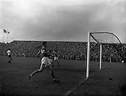 14/09/1960<br /> 09/14/1960<br /> 14 September 1960<br /> Soccer: League of Ireland v English Football League at Dalymount Park Dublin.