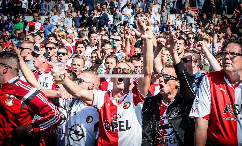 ROTTERDAM - Feyenoord fans Feyenoord ajax in de Kuip , Feyenoord verloor de wedstrijd met 0-1  in actie  COPYRIGHT ROBIN UTRECHT