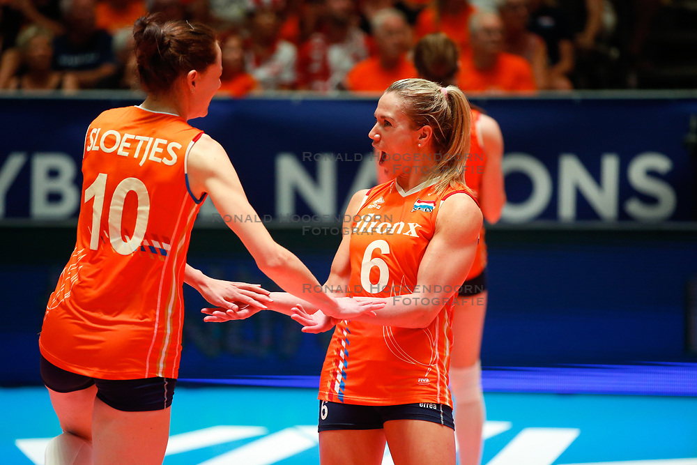 20180529 NED: Volleyball Nations League Netherlands - Poland, Apeldoorn<br />Lonneke Sloetjes (10) of The Netherlands , Maret Balkestein - Grothues (6) of The Netherlands <br />©2018-FotoHoogendoorn.nl