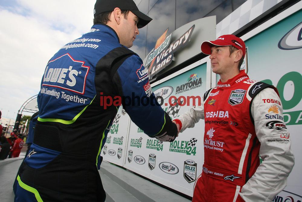 01/25/2007. Daytona Beach, FL, USA. Jimmie Johnson greets Kurt Busch on January 25 in Daytona Beach, FL. IPAPHOTO.COM.