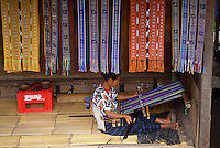 Indonesie, Flores, Pays Ngada, Village de Bena, Region de Bajawa, Tissage des Ikats // Indonesia, Flores, Ngada country, village of Bena, Bajawa area, Weaving Ikat