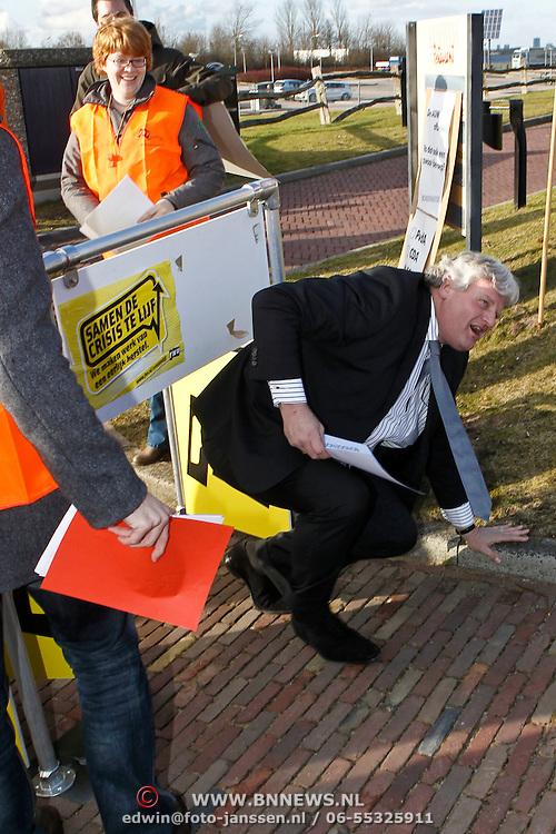 NLD/Huizen/20100302 - Premier Peter - Jan Balkenende op verkiezingsbezoek in Huizen
