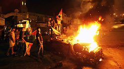 18.10.2015, Nablus, PSE, Gewalt zwischen Palästinensern und Israelis, im Bild Zusammenstösse zwischen Palästinensischen Demonstranten und Israelischen Sicherheitskräfte // Palestinian youth stand next to a burning car belonging to an Israeli settler, that was set on fire by Palestinians as it entered the northern Palestinian West Bank city of Nablus, early on October 18, 2015, to visit and pray at Joseph's Tomb, a biblical figure from the book of Genesis, without the authorization of the Israeli army. The Israeli army arrested five settlers for entering the Palestinian territory without prior permission and escort, and evacuated the rest safely in coordination with Palestinian police in the area, Palestine on 2015/10/18. EXPA Pictures © 2015, PhotoCredit: EXPA/ APAimages/ Nedal Eshtayah<br /> <br /> *****ATTENTION - for AUT, GER, SUI, ITA, POL, CRO, SRB only*****