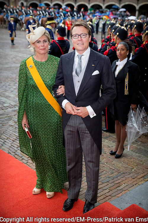 Prinsjesdag - Koninklijke familie arriveert bij Ridderzaal<br /> <br /> Budget Day - Royal Family arrives at Knights<br /> <br /> Op de foto / On the photo:  rins Constantijn en Prinses Laurentien / Prince Constantijn and Princess Laurentien