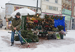 © under license to London News Pictures.  18/12/2010. A man clearing heavy falling snow from his flower stall in Reading, Berkshire today (18/12/2020) on the last weekend of shopping before Christmas.  Severe weather is expected to hit the whole of the UK this weekend. Photo credit should read Sam Long/ London News Pictures