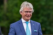 Koning Willem-Alexander opent het nieuwe Park Paviljoen op het Nationale Park de Hoge Veluwe.<br /> <br /> Op de foto: Commissaris van de Koning John Berends