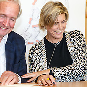 NLD/de Meern/20151009 - Voorleesactie prinses Laurentien + Jan Terlouw boek 'Kapsones', schrijver Jan Terlouw en prinses Laurentien