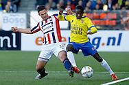 21-04-2016 VOETBAL:SC CAMBUUR-WILLEM II:LEEUWARDEN<br /> Jairo Monteiro van SC Cambuur in duel met Guus Joppen van Willem II <br /> <br /> Foto: Geert van Erven