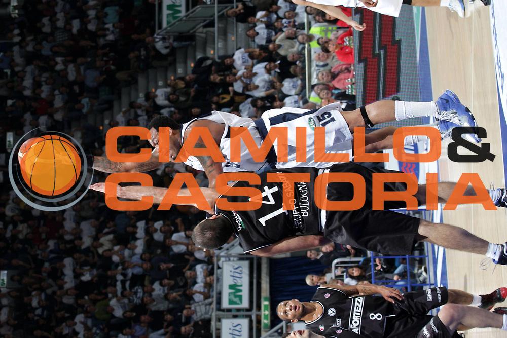 DESCRIZIONE : Bologna Lega A1 2007-08 Upim Fortitudo Bologna La Fortezza Virtus Bologna <br /> GIOCATORE : James Thomas <br /> SQUADRA : Upim Fortitudo Bologna <br /> EVENTO : Campionato Lega A1 2007-2008 <br /> GARA : Upim Fortitudo Bologna La Fortezza Virtus Bologna <br /> DATA : 03/11/2007 <br /> CATEGORIA : Tiro <br /> SPORT : Pallacanestro <br /> AUTORE : Agenzia Ciamillo-Castoria/L.Villani <br /> Galleria : Lega Basket A1 2007-2008 <br /> Fotonotizia : Bologna Campionato Italiano Lega A1 2007-2008 Upim Fortitudo Bologna La Fortezza Virtus Bologna <br /> Predefinita :