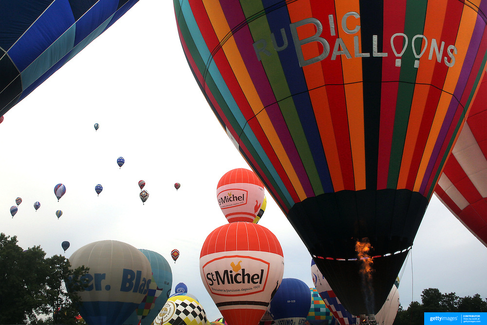 Hot Air balloons launch around rural Michigan near Battle Creek during the World Hot Air Ballooning Championships. Battle Creek, Michigan, USA. 19th August 2012. Photo Tim Clayton