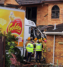 Auckland-Truck driver dead after crashing into two houses, Papatoetoe