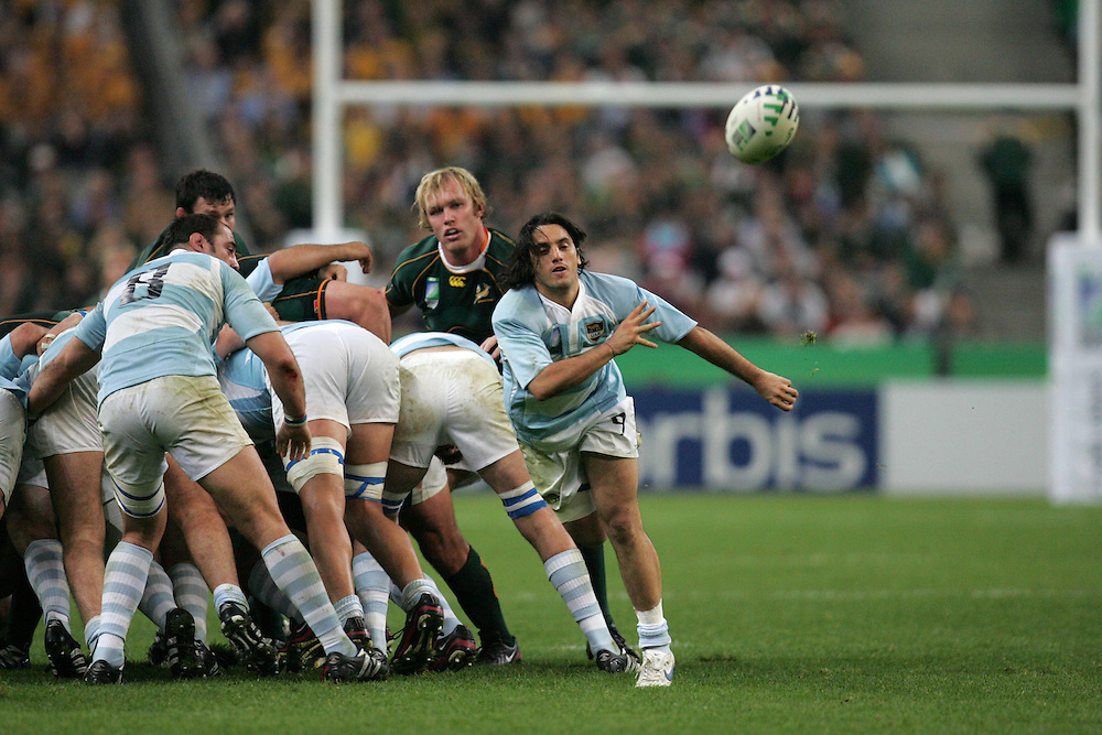 Agustin Pichot feeds the ball out to the back row. South Africa v Argentina, Semi Final, IRB Rugby World Cup 2007, Stade De France, St Denis, France, 14th October 2007.