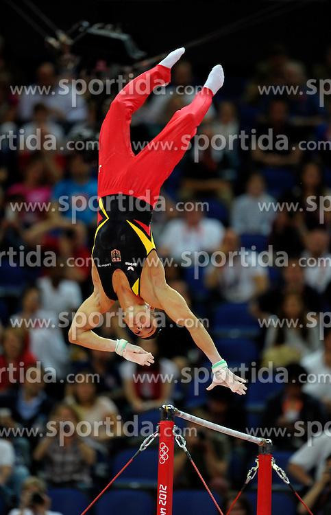 01.08.2012, Olympische Sommerspiele 2012 in London, Turnen Mehrkampf Finale Männer, in der North Greenwich Arena.  Marcel Nguyen (Deutschland) fliegt artistisch über die Reckstange....*Copyright by:  M.i.S.-Sportpressefoto, I N N S B R U C K E R S T R . 12, 87719 M I N D E L H E I M, Tel: 08261/20944,  (MAIL: misbernd@t-online.de, Homepage: www.mis.mn)