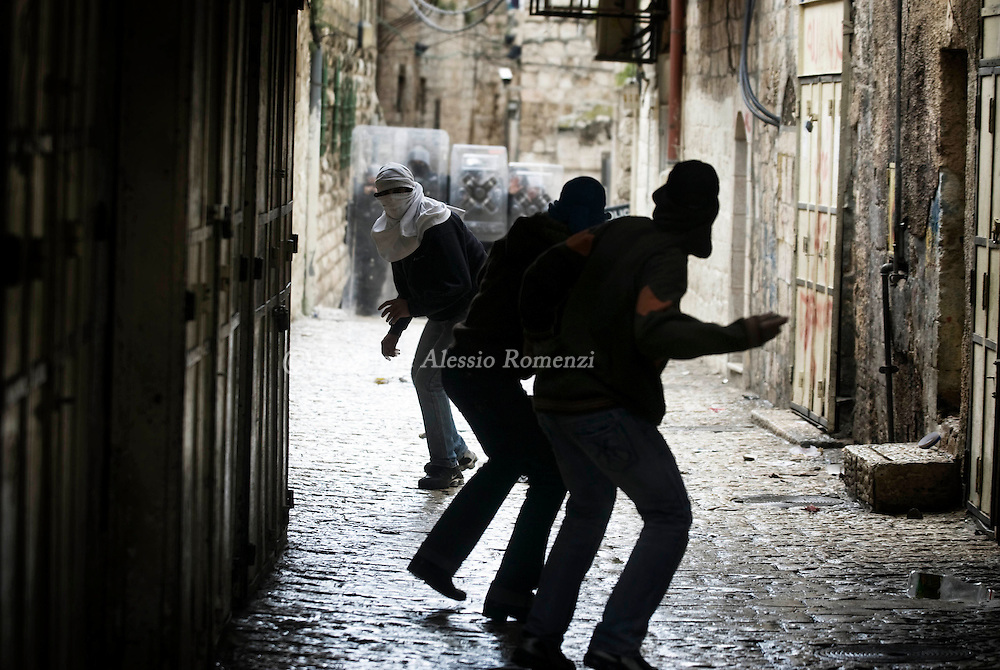 JERUSALEM : A Palestinian youth throws stones at Israeli soldiers and policemen during clashes near the Al-Aqsa mosque compound in Jerusalem's old city on February 28, 2010. Clashes broke out at Jerusalem's flashpoint Al-Aqsa mosque compound on Sunday after police entered to arrest Palestinians who had hurled rocks at visitors they believed were Jewish extremists..© ALESSIO ROMENZI