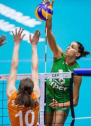 26-08-2017 NED: World Qualifications Bulgaria - Netherlands, Rotterdam<br /> De Nederlandse volleybalsters hebben in Rotterdam het kwalificatietoernooi voor het WK van volgend jaar in Japan ongeslagen afgesloten. Oranje was in z'n laatste wedstrijd met 3-0 te sterk voor Bulgarije: 25-21, 25-17, 25-23. / Elitsa Vasileva #16 of Bulgaria
