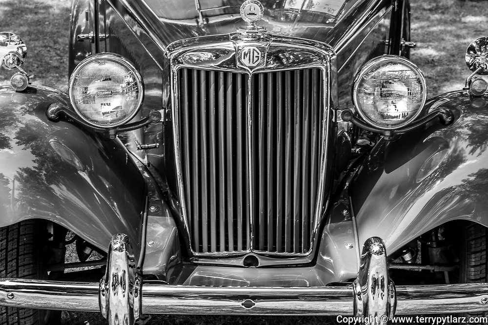 1952 MG TD grill black and white