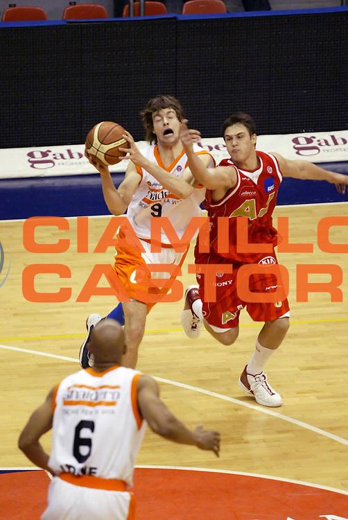 DESCRIZIONE : Milano Lega A1 2006-07 Armani Jeans Milano Snaidero Udine<br /> GIOCATORE : Antonutti Gallinari<br /> SQUADRA : Armani Jeans Milano Snaidero Udine<br /> EVENTO : Campionato Lega A1 2006-2007 <br /> GARA : Armani Jeans Milano Snaidero Udine<br /> DATA : 10/03/2007 <br /> CATEGORIA : Curiosita<br /> SPORT : Pallacanestro <br /> AUTORE : Agenzia Ciamillo-Castoria/G.Cottini