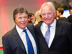 29.10.2015, Austria Center Vienna, Wien, AUT, Lotterien-Gala, Nacht des Sports 2015, im Bild v.l.n.r. ÖSV Präsident Peter Schröcksnadel und ÖSV Sportdirektor Hans Pum // f.l.t.r. president of the austrian ski federation Peter Schröcksnadel and Sport Director of the austrian skiing federation Hans Pum during Lotterien galanight of sports 2015 at Austria Center in Vienna on 2015/10/29, EXPA Pictures © 2015 PhotoCredit: EXPA/ Michael Gruber