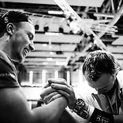 20.09.2014, Litauen, Vilnius, LITEXPO Kongress Center, Weltmeisterschaft im Armwrestling. Abseits des offiziellen messens auf der B&uuml;hne , treffen sich die Armwrestler um sich gegenseitig aus zu testen - fernab von Gewichtsklassen. Matthias ist ein gefragter Gegner, jeder will mal gegen den Deutschen mit dem starken Unteram antreten, nur zum Spass und meist nur f&uuml;rs eigene Foto.  <br /><br />09.20.2014 , Lithuania , Vilnius, LITEXPO Congress Center , World Armwrestling Championships. Outside the official measurement on stage , the Armwrestler meet mutually exclusive test - far away from weight classes. Matthias is a frequent opponent , everyone wants times to compete against the Germans with the strong forearm , just for fun , and usually only for your own photo. <br /><br />&copy;2014 Harald Krieg / Agentur Focus
