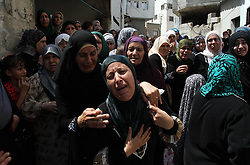 60372634  <br /> Relatives of Palestinian Majed Lahlouh mourn for him during his funeral in the West Bank city of Jenin on Tuesday Aug. 20, 2013. Lahlouh was killed early Tuesday in clashes with Israeli forces that raided north West Bank, medical and security sources said, Tuesday August. 20, 2013.<br /> Picture by imago / i-Images<br /> UK ONLY