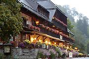 Naturpark Südschwarzwald ..Hinterzarten, Ravennaschlucht, Hotel Hofgut Sternen bei Dämmerung