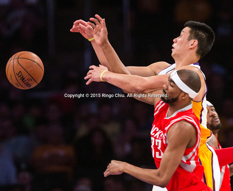 Los Angeles Lakers guard Jeremy Lin (17) and Houston Rockets  guard Corey Brewer (33) fight for a loose ball during their NBA game at Staples Center in Los Angeles, California on January 25, 2015 . Rockets defeated Lakers 99-87. (Photo by Ringo Chiu/PHOTOFORMULA.com)