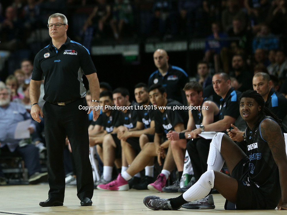 Breakers` Head Coach Dean Vickerman and the bench look on in an ANBL Basketball Match, New Zealand Breakers v Townsville Crocodiles, Vector Arena, Auckland, New Zealand, Sunday, October 11, 2015. Copyright photo: David Rowland / www.photosport.nz