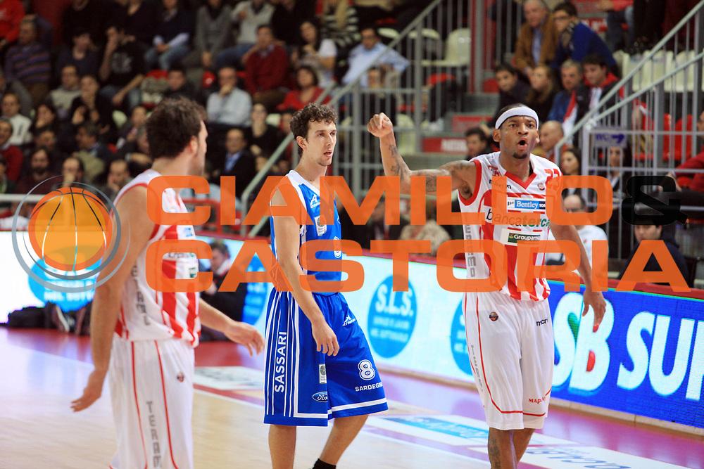 DESCRIZIONE : Teramo Campionato Lega Basket A 2010-11 Banca Tercas Teramo Dinamo Sassari<br /> GIOCATORE : Mike Hall<br /> SQUADRA : Banca Tercas Teramo<br /> EVENTO : Campionato Lega Basket A 2010-2011<br /> GARA : Banca Tercas Teramo Dinamo Sassari<br /> DATA : 31/10/2010<br /> CATEGORIA : Esultanza Delusione<br /> SPORT : Pallacanestro <br /> AUTORE : Agenzia Ciamillo-Castoria/M.Carrelli<br /> Galleria : Lega Basket A 2010-2011 <br /> Fotonotizia : Teramo Campionato Lega Basket A 2010-11 Banca Tercas Teramo Dinamo Sassari<br /> Predefinita :