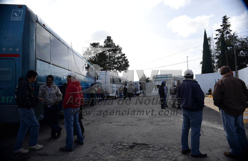 Toluca, México.- Integrantes del SME realizaron una protesta pacifica en las instalaciones de CFE como recordatorio de 5 años de haberse extinguido la Compañía de Luz y Fuerza. Agencia MVT / Crisanta Espinosa