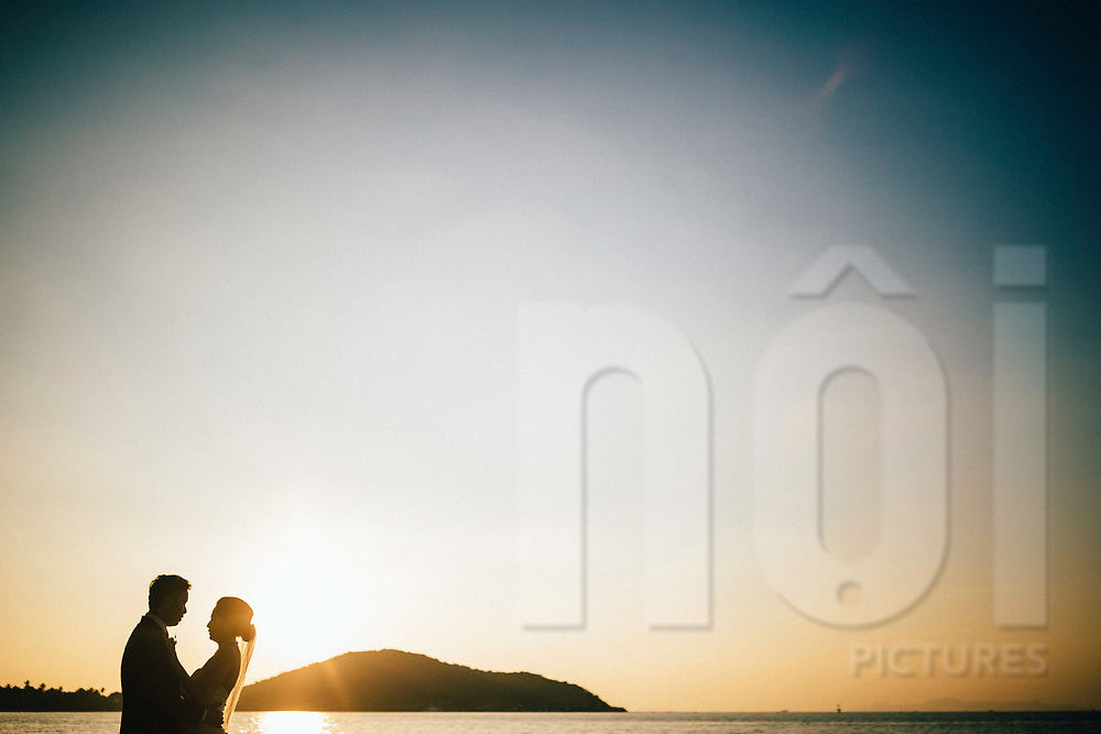 A bride and groom at sunset, Ko Samui, Thailand, Southeast Asia
