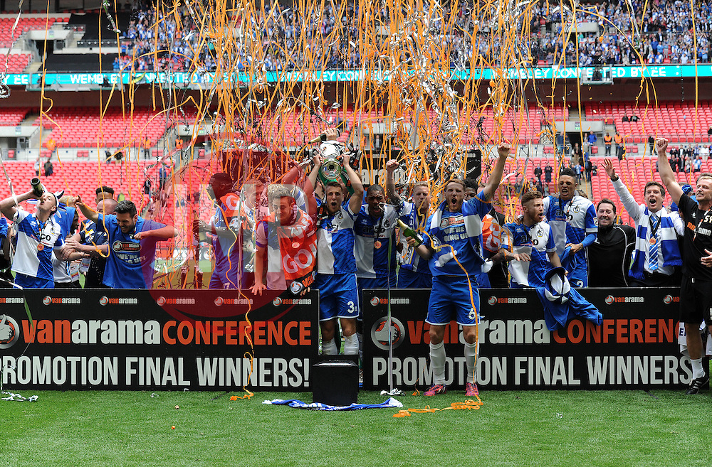Bristol Rovers' Lee Brown celebrates with his team mates as he lifts the trophy - Photo mandatory by-line: Dougie Allward/JMP - Mobile: 07966 386802 - 17/05/2015 - SPORT - football - London - Wembley Stadium - Bristol Rovers v Grimsby Town - Vanarama Conference Football