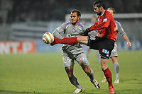 FOOTBALL - FRENCH LEAGUE CUP 2009/2010 - 1/4 FINAL - 27/01/2010 - EA GUINGAMP v TOULOUSE FC - PHOTO PASCAL ALLEE / DPPI - FABRICE COLLEAU (EAG) / DANIEL BRAATEN (TFC)