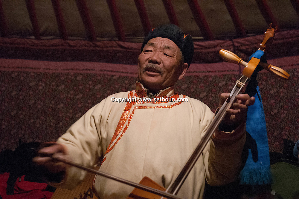 Mongolia. traditional musician in the yurt (ger)  hakhorin /  musicien traditionnel dans la yourte (ger);, (hakhorin)   karakorum - Mongolie