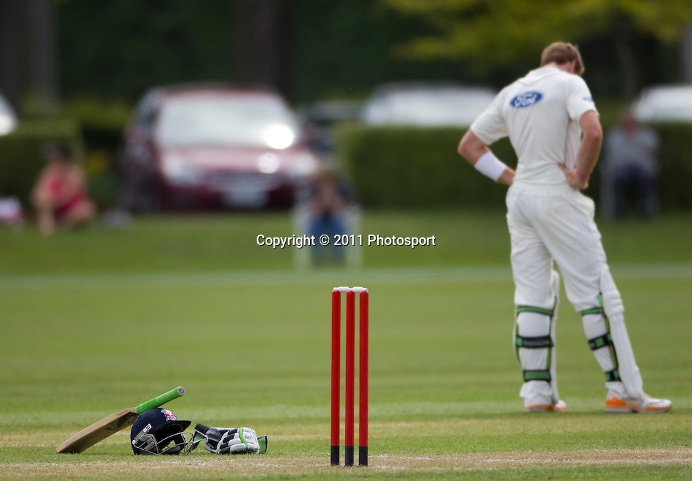 Auckland batsman Martin Guptill gear during a drinks break on day 2 of the 4 Day Plunket Shield cricket match between the Canterbury Wizards and Auckland Aces. Played on MainPower Oval in Rangiora, Canterbury. Tuesday 15 November 2011. Joseph Johnson/photosport.co.nz