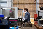 Een teamlid freest een onderdeel van de fiets. In Delft wordt de VeloX 7 gebouwd in de D:Dreamhall. In september wil het Human Power Team Delft en Amsterdam, dat bestaat uit studenten van de TU Delft en de VU Amsterdam, tijdens de World Human Powered Speed Challenge in Nevada een poging doen het wereldrecord snelfietsen voor vrouwen te verbreken met de VeloX 7, een gestroomlijnde ligfiets. Het record is met 121,44 km/h sinds 2009 in handen van de Francaise Barbara Buatois. De Canadees Todd Reichert is de snelste man met 144,17 km/h sinds 2016.<br /> <br /> In Delft the Velox 7 is produced. With the VeloX 7, a special recumbent bike, the Human Power Team Delft and Amsterdam, consisting of students of the TU Delft and the VU Amsterdam, also wants to set a new woman's world record cycling in September at the World Human Powered Speed Challenge in Nevada. The current speed record is 121,44 km/h, set in 2009 by Barbara Buatois. The fastest man is Todd Reichert with 144,17 km/h.
