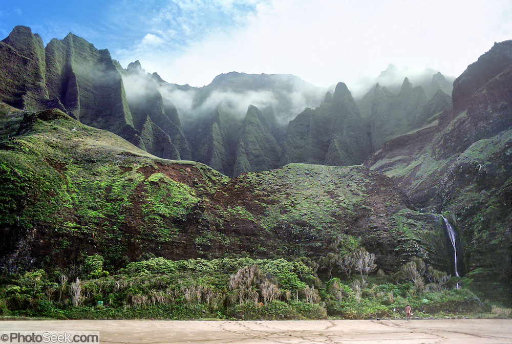 Sea cliffs rise spectacularly up to four thousand feet above Kalalau Beach on the Na Pali Coast, Kauai, state of Hawaii, USA.