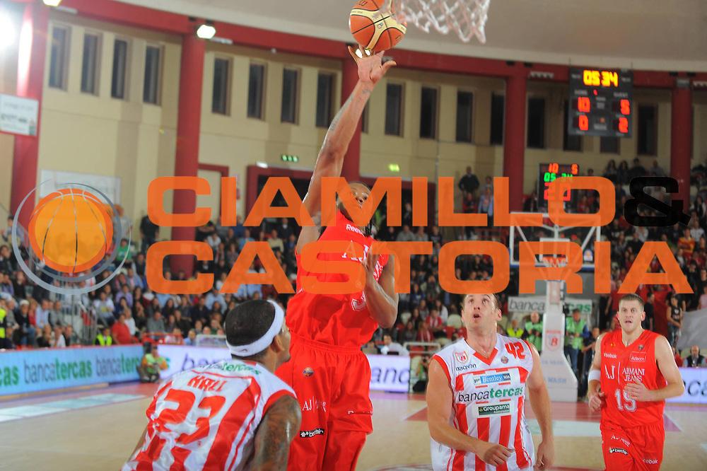 DESCRIZIONE : Teramo Lega A 2010-11 Armani Jeans Milano Banca Tercas Teramo<br /> GIOCATORE : David hawkins<br /> SQUADRA : Banca Tercas Milano Armani Jeans Milano<br /> EVENTO : Campionato Lega A 2010-2011 <br /> GARA : Armani Jeans Milano Banca Tercas Teramo<br /> DATA : 16/10/2010<br /> CATEGORIA : tiro<br /> SPORT : Pallacanestro <br /> AUTORE : Agenzia Ciamillo-Castoria/GiulioCiamillo<br /> Galleria : Lega Basket A 2010-2011 <br /> Fotonotizia : Teramo Lega A 2010-11 Armani Jeans Milano Banca Tercas Teramo<br /> Predefinita :