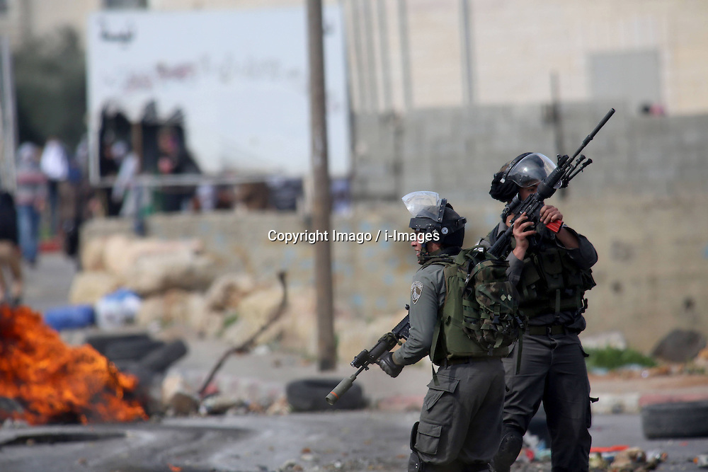 Israeli soldiers take position during clashes with Palestinian protesters outside Ofer prison near the West Bank city of Ramallah, February 25, 2013. Photo by Imago / i-Images...UK ONLY