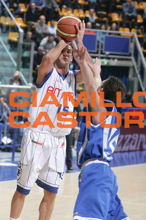 DESCRIZIONE : Bologna Lega A Dilettanti 2009-10 Fortitudo Bologna Jesolo Sandona<br /> GIOCATORE : Gennaro Sorrentino<br /> SQUADRA : Fortitudo Bologna<br /> EVENTO : Campionato Serie A Dilettanti 2009-2010 <br /> GARA : Fortitudo Bologna Jesolo Sandona<br /> DATA : 28/02/2010 <br /> CATEGORIA : Tiro<br /> SPORT : Pallacanestro <br /> AUTORE : Agenzia Ciamillo-Castoria/D.Vigni<br /> Galleria : Lega Nazionale Pallacanestro 2009-2010 <br /> Fotonotizia : Bologna Lega A Dilettanti 2009-2010 Fortitudo Bologna Jesolo Sandona<br /> Predefinita :