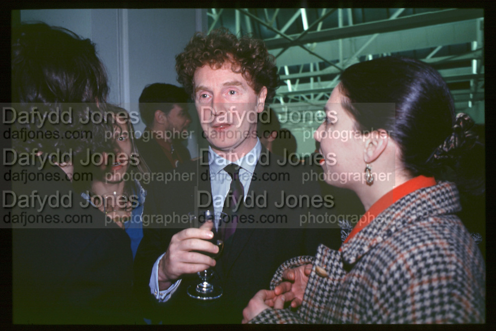 Malcolm McLaren, Young British Artists, Saatchi Gallery, 4.3.92© Copyright Photograph by Dafydd Jones 66 Stockwell Park Rd. London SW9 0DA Tel 020 7733 0108 www.dafjones.com
