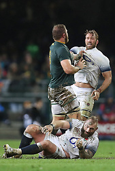 Duane Vermeulen of South Africa and Chris Robshaw of England off the ball- Mandatory by-line: Steve Haag/JMP - 23/06/2018 - RUGBY - DHL Newlands Stadium - Cape Town, South Africa - South Africa v England 3rd Test Match, South Africa Tour