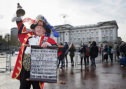 © Licensed to London News Pictures. 27/11/2017. London, UK. Tony Appleton, The Royalist Town Crier, heralds the news of the engagement of Prince Harry and Meghan Markle outside Buckingham Palace. Clarence House had announced that Prince Harry is engaged to Meghan Markle. They will be married in the Spring of 2018. Photo credit: Peter Macdiarmid/LNP